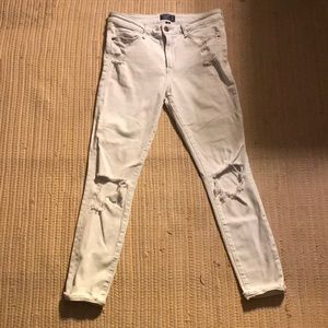 NWOT Abercrombie and Fitch white shredded jeans
